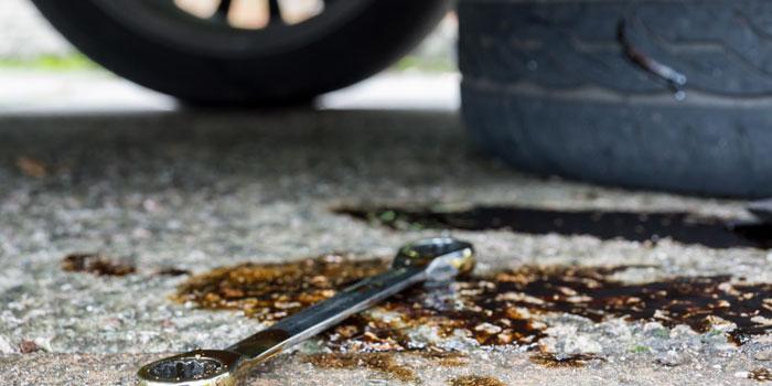 Macchia olio motore e incidenti